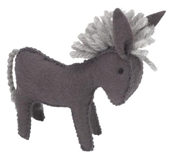 Grijze speelgoed ezel in wolvilt.