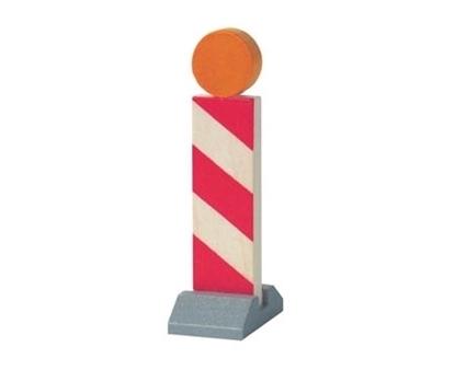 Houten werfbaken wit en rood gestreept om met autootjes te spelen. Grijze sokkel en oranje lamp bovenaan.