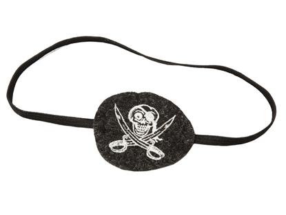 Zwarte vilten ooglap met witte piratenafbeelding, bevestigd op een zwarte elastiek.