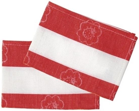 Twee afwashanddoeken in half katoen half linnen met brede witte en rode strepen liggen gedeeltelijk op mekaar.