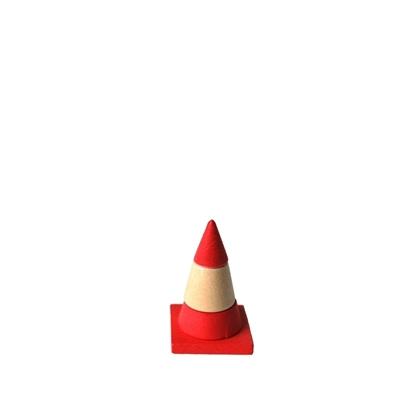 Verkeerskegel van hout, wit en rood gestreept, om met de autootjes te spelen.