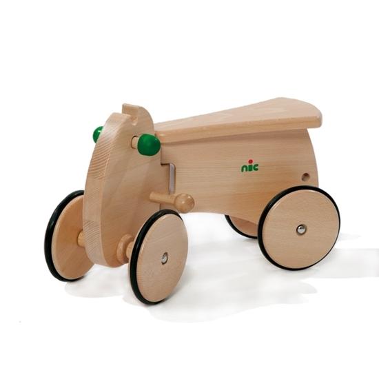 Basis voor houten loopauto met vier houten wielen bedekt met rubber. Het voorstuk is mobile naar rechts en naar links.