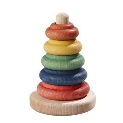 Een toren met uit natuurhout een centrale spil en een schijf, en daarop gestapeld vijf houten schijfjes van kleinere en kleinere afmetingen: 1 rood, 1 blauw, 1 groen, 1 geel en 1 oranje.
