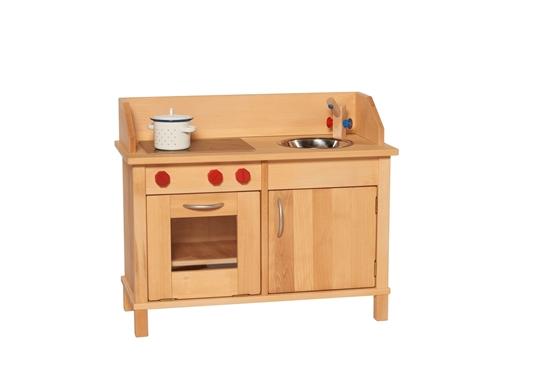 Rechthoekige speelkeuken met links een oven met raam en daarboven 3 rode knoppen voor het kookfornuis erboven en rechts een kast met met metalen handvat met daarboven een kom in roestvrij straal met een houten kraan erboven.