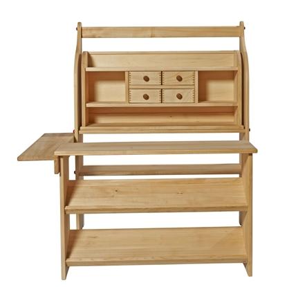 Massief houten winkel bestaande uit een speelstandaard, een rek met 4 laden, een toonbank en een plank die beiden verbindt voor de stevigheid.