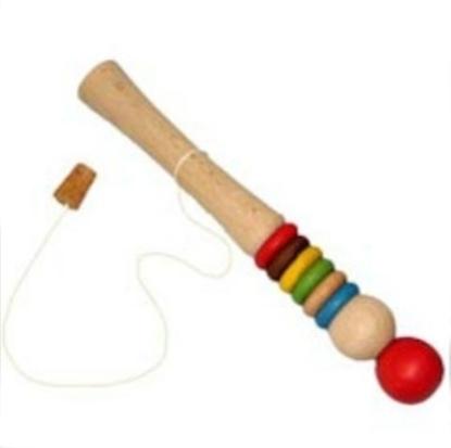 Houten cylnder van 23cm die hol isvan binnen, versierd met gekleurde ringen. Aan het ene uiteinde een rode bol, het andere uiteinde kan gestopt worden door een kurk die verbonden is door een koord. De rode bol kan op en neer gedrukt worden om luchtdruk op te bouwen en de kurk eruit te duwen.