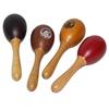 Une tige en bois surmontée d'une boîte en forme d'oeuf contenant des graines qui résonnent quand on les agite. Un vert, un brun, un orange et un rouge.