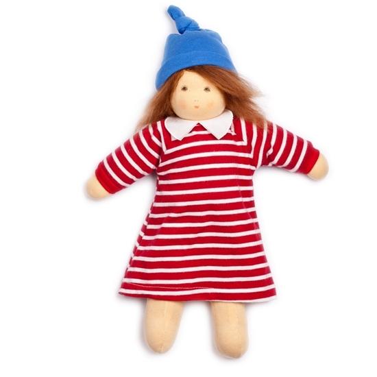 Poupée  à habiller Nanchen Mimi de 35 cm, aux cheveux de mohair brun et yeux bruns, porte une robe rayée rouge et blanche avec col blanc et un bonnet bleu.