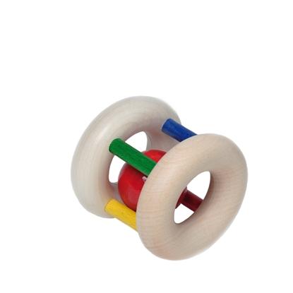 Rammelaar gemaakt van 2 ringen van natuurhout verbonden met elkaar door 4 dunne staafjes in4 kleuren: rood, geel, groen en blauw. Zo wordt een cilinder gevormd in het midden waarvan zich een rood houten balletje vrij beweegt.
